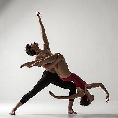 Dance theatre - p1139m2216297 by Julien Benhamou