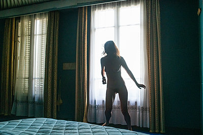 Silhouette of naked woman in the bedroom - p1321m2223404 by Gordon Spooner