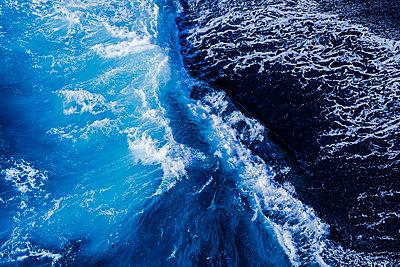 Wasserwelle an der Südküste von La Palma - p177m1497551 von Kirsten Nijhof