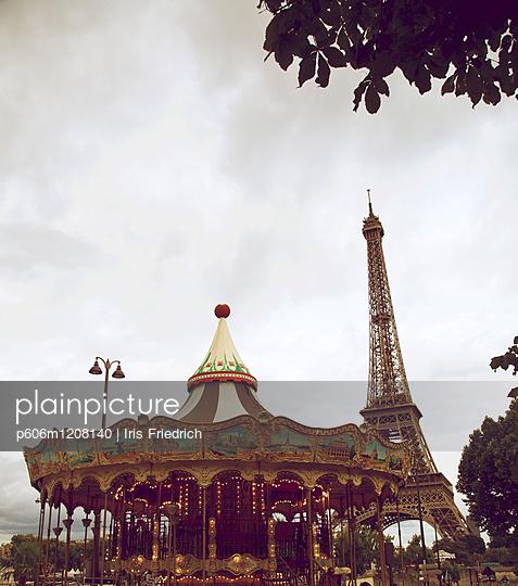 Karussell am Eiffelturm - p606m1208140 von Iris Friedrich