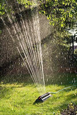 Gartenarbeit - p2670248 von Ingo Kukatz