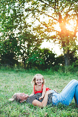 Portrait of happy girl with mother on meadow - p300m2058883 by Epiximages