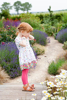 Little girl with red hair - p505m1048195 by Iris Wolf