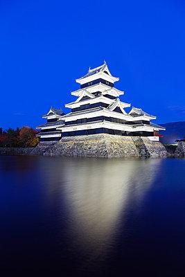 Matsumoto Castle (The Crow Castle) built in 1594, Matsumoto, Nagano Prefecture, Honshu, Japan, Asia - p871m962062 by Christian Kober