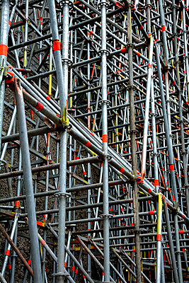 scaffolding - p876m1573440 by ganguin