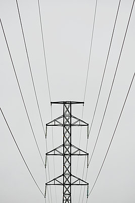 High voltage electricity transmission tower - p322m919726 by plainpicture