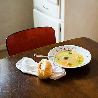 Teller Suppe - p1008m1065749 von Valerie Schmidt