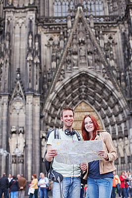 Couple in Cologne - p586m808753 by Kniel Synnatzschke
