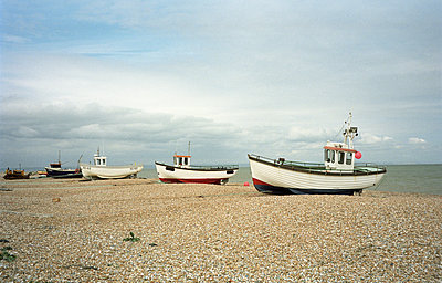 Fishing boats on shingle beach, Dungeness - p1158m1054808 by Patricia Niven