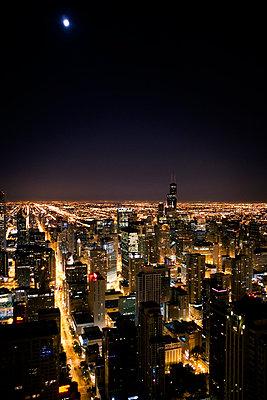 Chicago bei Nacht - p2686698 von Arne Landwehr