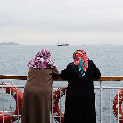 Turkish women on a boat - p1138m1093864 by Stéphanie Foäche