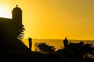 Backlight of a Watchtower of the Fortress Fortaleza San Felipe, Puerto Plata, Dominican Republic - p300m2144638 von Michael Runkel