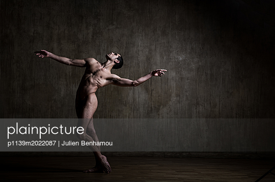 Dancer - p1139m2022087 by Julien Benhamou