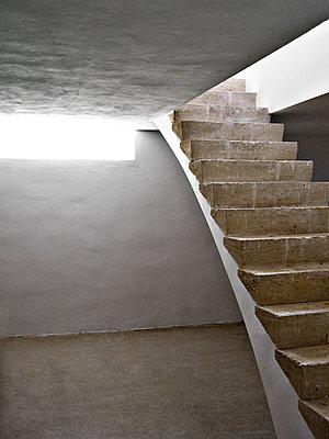 Steinerne Treppe im Keller - p1092m1115563 von Rolf Driesen
