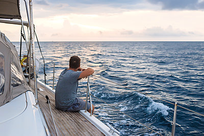Indonesia, Lombok island, man sitting on deck of a sailing boat - p300m1568156 by Konstantin Trubavin