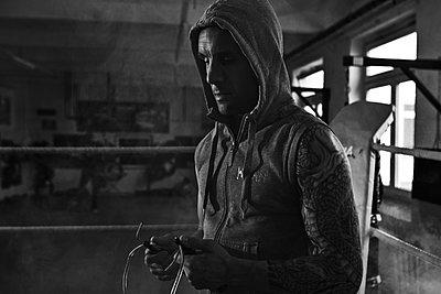 Boxer beim Training  - p979m2013317 von Sabine Skiba