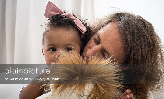 Father with his little daughter and cuddly toy - p1640m2260013 by Holly & John