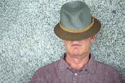 L'homme au chapeau - p1413m1475989 by Pupa Neumann