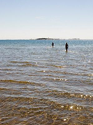 Beach - p3226256 by plainpicture
