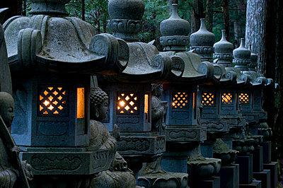 Row of lighted stone lanterns in the Okunoin Temple cemetery at Koyasan (Mount Koya), Wakayama, Japan, Asia - p8713602 by Photo Japan