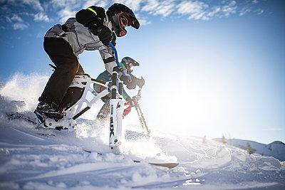 France, Men riding skibike - p1007m2216547 by Tilby Vattard
