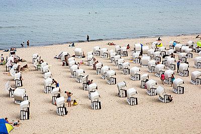 Strandkörbe am Strand von Sellin - p1386m1476396 von beesch