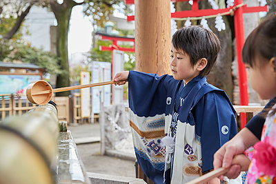 Japanese traditional Shichi-Go-San - p307m2023335 by Yosuke Tanaka