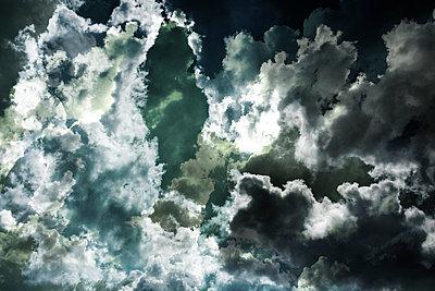 Wolken - p415m698233 von Tanja Luther