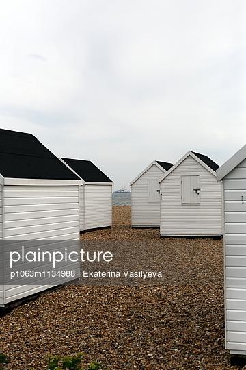 White beach huts - p1063m1134988 by Ekaterina Vasilyeva