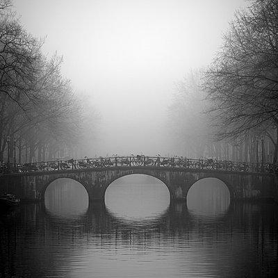 Bridge on Keizersgracht, Amsterdam, Netherlands - p429m1148788 by Alex Holland
