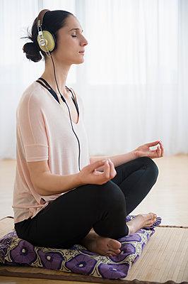 Caucasian woman meditating - p555m1415263 by JGI/Jamie Grill