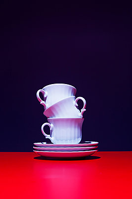 Stack of coffee cups - p1149m2027185 by Yvonne Röder