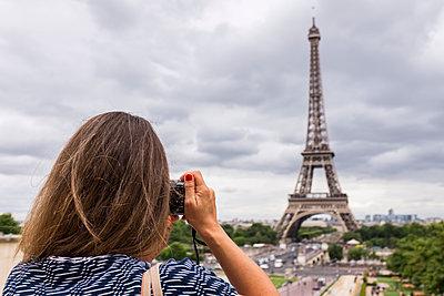 Touristin fotografiert - p280m1137311 von victor s. brigola