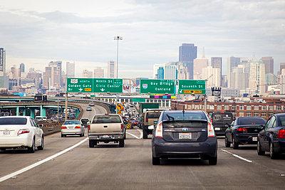 Verkehr in San Francisco - p756m1181593 von Bénédicte Lassalle