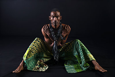 Contemporary African man in modern traditional garments  - p1554m2223493 by Tina Gutierrez