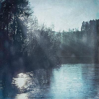 Germany, Remscheid, Eschbach Dam in winter in the morning, textured effect - p300m1114947f by Dirk Wüstenhagen