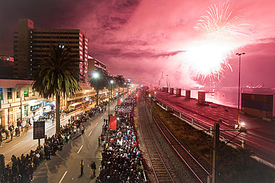 Neujahr in Valparaiso - p618m1091148 von Capturaimages