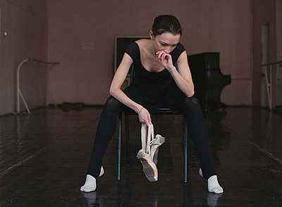 Ballerina with ballet shoes - p1476m1564067 by Yulia Artemyeva