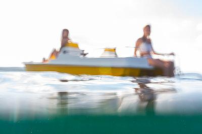 Zwei in einem Boot - p713m2087621 von Florian Kresse