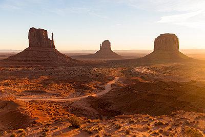 Monument Valley - p756m2082083 von Bénédicte Lassalle