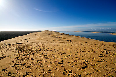 Pilat Dune in Test-de-Buch, at 110 m high, the highest sand dune in Europe, Nouvelle Aquitaine, France, Europe - p871m1584028 by Sara Erith