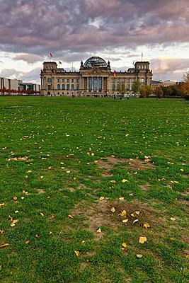 Germany, Berlin, Berlin-Tiergarten, Reichstag building - p300m1205763 by Günter Flegar