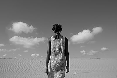 Woman in the desert - p1240m2063363 by Adeline Spengler
