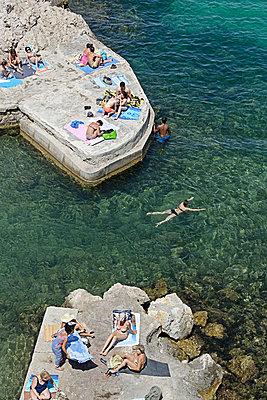 Sonnenbaden am Meer - p1292m1161740 von Niels Schubert