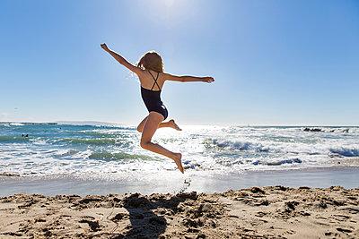Beach holidays - p756m2087340 by Bénédicte Lassalle