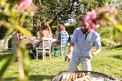Barbeque party - p788m2027488 by Lisa Krechting
