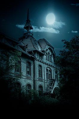 Geheimnisvolles Haus - p794m949571 von Mohamad Itani