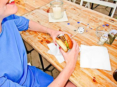 Beef Burger - p978m933966 von Petra Herbert