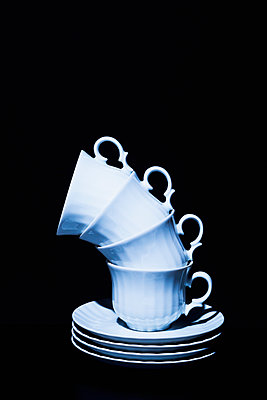 Stack of coffee cups - p1149m2027187 by Yvonne Röder