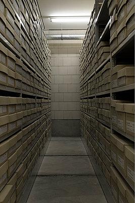Archivkeller - p345m1200448 von Rainer Gollmer